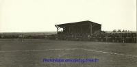 1947 le Stade : La tribune en bois